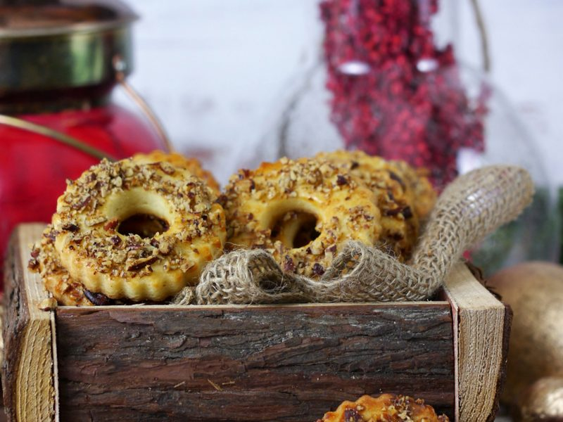 Shortbread rings (cookies) with nuts